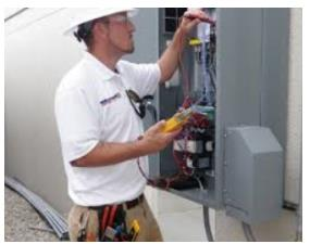 serviceelectricianin panel